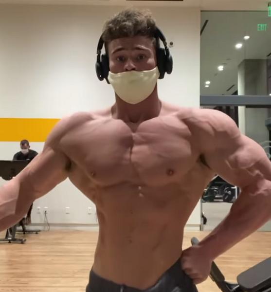 Dbol-Steroid-Pills-body-muscular-man